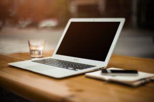 Den gode tekstforfatters bedste spot - foran computeren og en notesblok