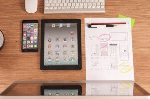 Brugeroplevelser skal spille både på tablets og PC, og man bør outline oplevelsen inden design