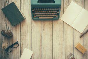 Skrivemaskine og andre relevante accessories til den gode tekstforfatter